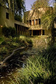 La Miniatura/ Millard House. 1923. Pasadena, California. Textile Block Period. Frank Lloyd Wright.