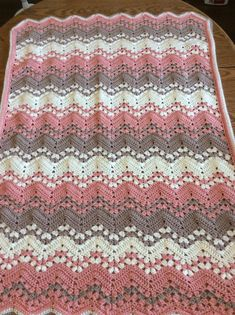 Adorable crochet blanket pattern designed by Betty McKnit. This project is from Anna Conforti Chevron Crochet Blanket Pattern, Easy Crochet Blanket, Crochet Ripple, Crochet For Beginners Blanket, Baby Afghan Crochet, Crochet Bebe, Afghan Crochet Patterns, Ripple Afghan, Crochet Blankets