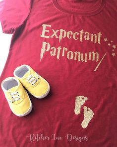 Excited to share the latest addition to my shop: Expectant Patronum Baby On Board Baby Announcement Prego Pregnant Baby Girl Boy Harry Potter Inspired. Baby Harry Potter, Harry Potter Baby Shower, Harry Potter Outfits, It's A Boy Announcement, New Baby Announcements, Pregnancy Announcement Harry Potter, Expecting Announcements, Maternity Tees, Maternity Fashion