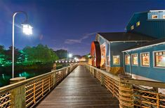 Ranking of Disney's moderate resorts by Disney Tourist Blog, with excellent pictures by Tom Bricker