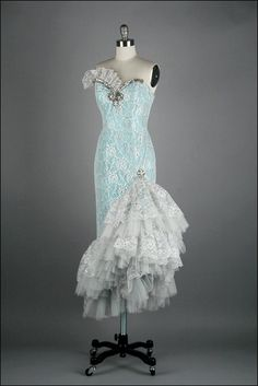 Beautiful vintage gown :)