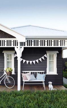 15 Super Ideas Exterior Paint Colors For House Weatherboard Window Best Exterior Paint, Exterior Paint Colors For House, Paint Colors For Home, Exterior Design, Paint Colours, Farmhouse Exterior Colors, White Exterior Houses, Cottage Exterior, Weatherboard House