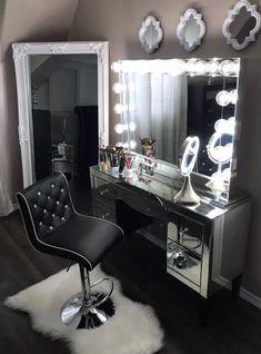Glam Bedroom, Stylish Bedroom, Room Ideas Bedroom, Home Decor Bedroom, Mirrored Bedroom, Teen Bedroom Designs, Girl Apartment Decor, Diy Mirrored Furniture, Silver Bedroom Decor