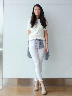 【フラッグシップ原宿スタッフ注目コーデ】 凹凸感のある編み地が印象的なサマーニットに、ホワイトデニムでオールホワイトに。腰に巻いたギンガムチェックのシャツでコーデにメリハリをオン。 セーター (Color:ホワイト/¥5,900/ID:224767/着用サイズ:XS) シャツ (Color:ネイビーチェック/¥6,900/ID:226257/着用サイズ:XXS) デニム (Color:ホワイト/¥8,900/ID:418100/着用サイズ:24) その他:参考商品 スタッフ身長:167cm ■オンラインストアはこちら http://www.gap.co.jp/browse/subDivision.do?cid=5643 ■フラッグシップ原宿 http://loco.yahoo.co.jp/place/g-NGqr9rKmVZc/