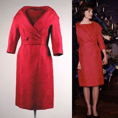 Jackie Kennedy's Christmas reception look at the White House Jackie Oh, Jackie Kennedy Style, Los Kennedy, John Kennedy Jr, Caroline Kennedy, Jacqueline Kennedy Onassis, Lou Fashion, Fashion Outfits, Vintage Style Outfits
