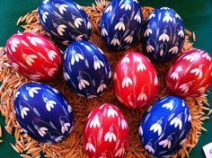 Sorbische Ostereier - Sorbian Easter Eggs Egg Crafts, Easter Crafts, Holiday Crafts, Easter Paintings, Egg Tree, Xmas Pictures, Ukrainian Easter Eggs, Egg Designs, Easter Traditions