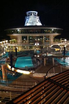Pool deck, Adventure of the Seas.
