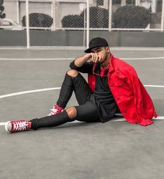 O vermelho está bastante forte para este inverno e a combinação mais interessante é com o preto, como o boné da Adidas e o tênis All Star. Veja mais sobre a tendência do vermelho na moda masculina no blog Marco da Moda - Foto: Francis Will Men Looks, All Star Outfit, Star Fashion, Mens Fashion, Men Tumblr, Estilo Rock, Casual Outfits, Men Casual, Future Clothes