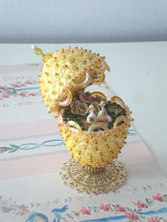 VINTAGE EASTER EGG - Decoration - Hand Made - 1950s - Yellow - Sequins - Ducks