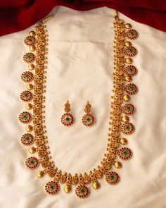 Traditional Ruby Kemp Stone Haaram with matching Earrings. We hope you enjoy our Kemp Stone Haaram Collection. Gold Wedding Jewelry, Gold Jewelry Simple, Bridal Jewelry Sets, Gold Mangalsutra Designs, Gold Jewellery Design, Diamond Jewellery, Pearl Necklace Designs, Necklace Set, Gold Necklace