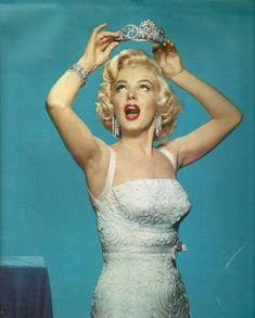 Marilyn Monroe: Iconic image of the Hollywood actress / sex symbol …. Marylin Monroe, Estilo Marilyn Monroe, Fotos Marilyn Monroe, Marilyn Monroe Diamonds, Marilyn Monroe Wallpaper, Marilyn Monroe Style, Marilyn Monroe Birthday, Hollywood Glamour, Classic Hollywood