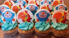 Larry & Peek - a - boo cupcakes (Baby's First Tv)