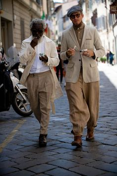 Best street style: Pitti Uomo - Page 2 Mens Style Guide, Men Style Tips, Best Street Style, Street Styles, Most Stylish Men, Moda Blog, Rugged Style, Men Street, Looks Style