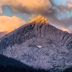 Guten Morgen, die #alpspitze heute früh #garmisch #partenkirchen #wettersteingebirge #berge #mountains #sunrise #sonnenaufgang #summer2013 #morning #bayern #bavaria #oberbayern #bavarianalps #nature #nature_lovers #bd #bdphotoshare #Padgram