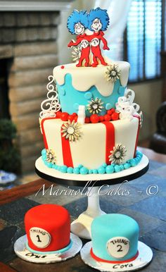Thing 1 Thing 2 Birthday Cake for Twins, perfect for twins! - Twins cake - first birthday cake-Erster Geburtstagskuchen Colorful Birthday Cake, Twin Birthday Cakes, Twin Birthday Parties, Twin First Birthday, Birthday Ideas, Twin Birthday Themes, Happy Birthday, Dr Seuss Cake, Dr Suess