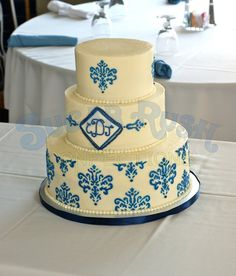 Instant classic! Pretty white and blue wedding cake by http://sugarrushconfections.com