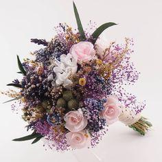 Este es el ramo que llevaba Irina en su boda, me encantó... Espero que me envíe alguna foto!!! #rosasdepapel #ramodepapel #ramopreservado #ramodenovia #wedding #bouquet #bride #bridalbouquet #paperflowers #flowers #paperroses #preservado #someflowersareforever