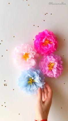 Paper Crafts Origami, Diy Paper, Handmade Flowers, Diy Flowers, Diy Birthday Decorations, Graduation Decorations, Tissue Paper Flowers, Paper Flower Garlands, Paper Flower Tutorial