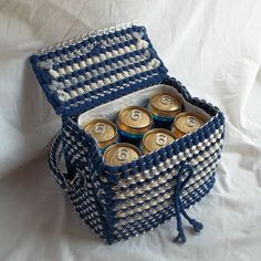 The Art of Can Tabistry: Purse that doubles as a Lunchbox Soda Tab Crafts, Can Tab Crafts, Diy Arts And Crafts, Fun Crafts, Pop Top Crafts, Painting Canvas Crafts, Soda Can Tabs, Aluminum Crafts, Birthday Gifts For Teens