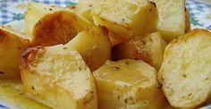 Το μυστικό των σεφ για να φτιάξεις τις πιο νόστιμες πατάτες! Greek Recipes, Vegan Recipes, Snack Recipes, Cooking Recipes, Oven Roasted Potatoes, Greek Dishes, Side Dishes, Order Food, Tasty Bites