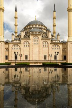 Akhmad Kadyrov Mosque in Chechnya Islamic City, Islamic World, Places Around The World, Travel Around The World, Around The Worlds, Beautiful Mosques, Beautiful Buildings, Islamic Architecture, Art And Architecture
