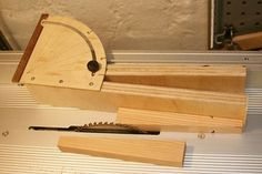 Table saw tapering jig (why I needed a circle jig)