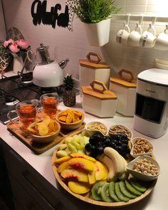 Best Breakfast Smoothies, Breakfast Bowls, Breakfast Presentation, Food Presentation, Food Platters, Arabic Food, Family Meals, Meal Prep, Cravings