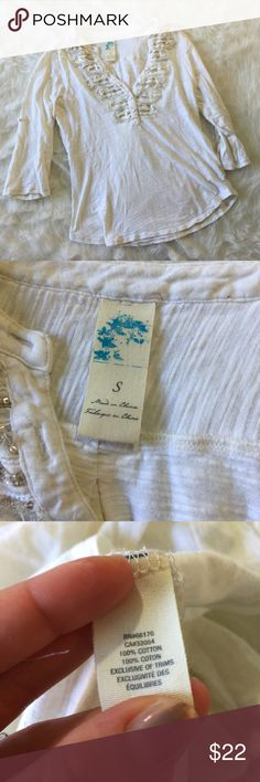 Anthropologie White Gold Top This shirt is very cute and in excellent condition! Size small. No flaws like pulls or stains. Smoke and pet free home. No trades. Anthropologie Tops