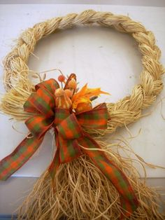 Fall / Thanksgiving wreath.  Braided Raffia Wreath. I love the look of this wreath. It would look cute at Christmas in the kitchen with a red burlap bow.