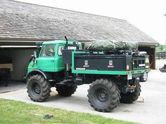 aw-ol:  Digging the overland set-up on this Unimog, nice tent placement!