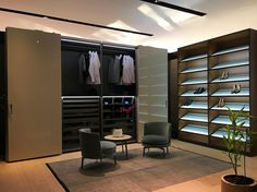 Made in Italy: Complanare storage closet & Moduli a Giorno shoes storage closet, projects by Piero Lissoni for Porro.