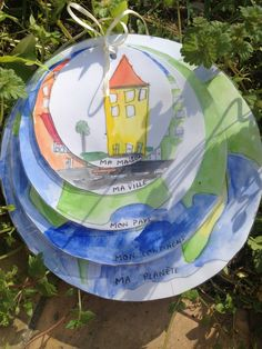 Another simple activity to do with the little ones: my planet, my continent, my country, my city, and my home. French Lessons, Art Lessons, Teaching World Geography, Teaching History, French Classroom, Teaching Social Studies, Montessori Materials, Early Childhood Education, School Projects