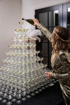 20 Great Gatsby Party Themes & Ideas That Will Take You Back in Time - sexy - Best Picture For pets 2 birthday party For Your Taste You are looking for something, and it is go - 21 Party, 30th Party, 18th Birthday Party, 18th Birthday Outfit Ideas, 18 Birthday Party Decorations, Birthday Banners, Great Gatsby Themed Party, 1920s Party Themes, Great Gatsby Party Decorations