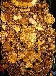 Viana do castelo. Gold, Portuguese culture: golden woman of Viana do Castelo Portuguese Culture, Visit Portugal, Folk Costume, Minho, Traditional Outfits, Jewelery, Bling, Silver, Gold