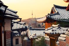 Snowy in Seoul (Namsan Tower in background) Oh The Places You'll Go, Places To Travel, Places To Visit, Korea Winter, Bukchon Hanok Village, Living In Korea, South Korea Seoul, Chuncheon, Japanese Architecture