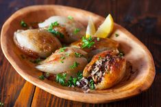 Lebanese Roasted Stuffed Onions - Steamy Kitchen Recipes These look so good. Watch the video so easy! Kitchen Recipes, Cooking Recipes, Healthy Recipes, Cooking Tips, Stuffed Onions, Stuffed Peppers, Gula, Lebanese Recipes, Lebanese Cuisine