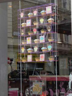 London SW7 - Hummingbird bakery cupcakes window display Hummingbird Bakery, Tuxedo Cake, Rich Tea, Bakery Display, Cookie House, Bakery Business, Getting Hungry, Bakery Cakes, Cup Cakes