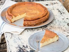Baked milk-tart cheesecake is the perfect recipe with cinnamon. Find these and other cinnamon recipes on EatOut Tart Recipes, Sweet Recipes, Baking Recipes, Dessert Recipes, Desserts, Recipe Using Milk, Milk Tart, Tart Filling, Baked Cheesecake Recipe