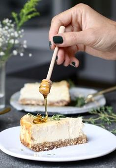 Goat cheese cheesecake with date bottom - Beaufood - Goat cheese cheesecake with date bottom, Healthy pies, Gluten-free pies, Savory pies, Gluten-free f - Healthy Baking, Healthy Desserts, Dessert Recipes, Cheap Clean Eating, Clean Eating Snacks, Food Blogs, Quiches, Cold Cake, Gluten Free Pie
