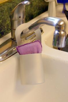 Using an old shampoo bottle to make a holder for sponges at the kitchen sink