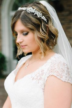 gorgeous short wedding hairstyle; photo: Michelle Lange Photography