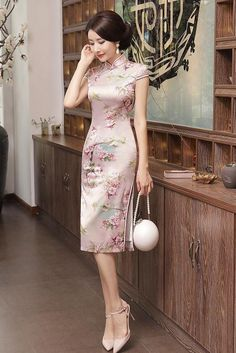 Floral Print Midi Qipao Dress 2019 New Collection Models Ladies-Receive New and Up-to-Da. Oriental Dress, Oriental Fashion, Chinese Gown, Cheongsam Dress, Chinese Clothing, Ao Dai, Collar Dress, Traditional Dresses, Traditional Chinese