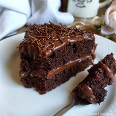 Fudge Cake, Food Cakes, Easy Cake Recipes, Dessert Recipes, Desserts, Chocolates, Homemade Cookbook, Chocolate Cake With Coffee, Pistachio Cake