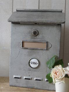Ancienne boite à lettres en zinc - I have one just like it.