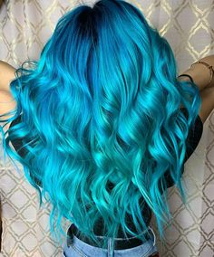 looks Living my mermaid dreams through my clients for the blues Can you believe she was a brunette who had never colored her hair just yesterday morning? with a touch of for the roots and blends of aquamarine and Ombre Hair Color, Hair Color Balayage, Blonde Balayage, Hair Highlights, Arctic Fox Hair Color, Peinados Pin Up, Violet Hair, Lavender Hair, Mi Long