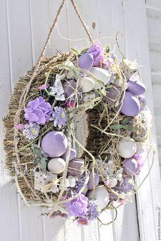 Сиреневый пасхальный венок – купить или заказать в интернет-магазине на Ярмарке Мастеров   Сиреневый пасхальный венок. Венок изготовлен из… Diy Spring Wreath, Diy Wreath, Grapevine Wreath, Easter Wreaths, Easter Crafts, Seasonal Decor, Happy Easter, Garland, Projects To Try