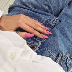 Semi-permanent varnish, false nails, patches: which manicure to choose? - My Nails Pink Acrylics, Cute Acrylic Nails, Acrylic Nail Designs, Acrylic Gel, Hair And Nails, My Nails, Jade Nails, Long Nails, Almond Shape Nails