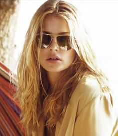 (Love the sunglasses too!)