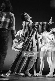 Get premium, high resolution news photos at Getty Images Margot Fonteyn, Lee Radziwill, Liza Minnelli, Ralph Fiennes, Dance Photos, Dance Pictures, Rudolf Nurejew, Dance Magazine, Male Ballet Dancers