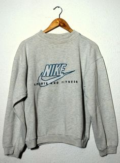 Vintage 90's Sweater NIKE Sport And Fitness par ZootSuitVintage, €28.00